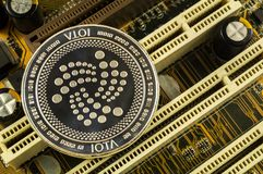 O Iota é uma maneira moderna de troca e desta moeda cripto fotos de stock royalty free
