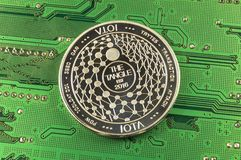 O Iota é uma maneira moderna de troca e desta moeda cripto foto de stock
