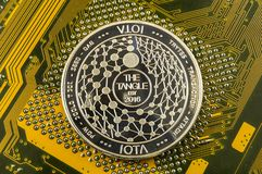 O Iota é uma maneira moderna de troca e desta moeda cripto imagem de stock royalty free