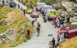 O jérsei amarelo nas estradas das montanhas - Tour de France 2015 Fotografia de Stock Royalty Free