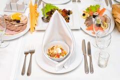 O jantar é serido imagem de stock royalty free