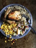 O jantar cozido da galinha com arroz selvagem, milho, batata vermelha toma partido fotos de stock