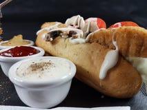 O jantar do almoço do Fastfood come a placa da cutelaria dos molhos Imagens de Stock Royalty Free
