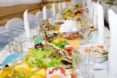 O jantar luxuoso do banquete Casamento no restaurante imagem de stock