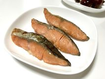 O japonês grelhou salmões salgados imagens de stock royalty free