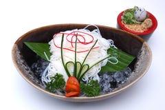 O japonês refrigerou macarronetes ou Hiyashi Somen servido com mergulho do sa Fotografia de Stock Royalty Free