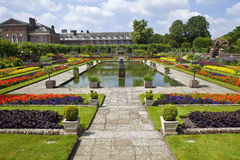 O jardim afundado e o palácio de Kensington Fotografia de Stock Royalty Free