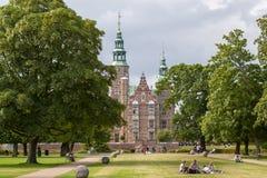 O jardim real e o castelo de Rosenborg, Copenhaga, Dinamarca fotografia de stock