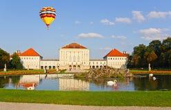 O jardim real no palácio de Nymphenburg Imagens de Stock