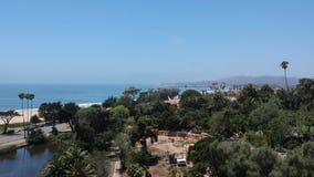 O jardim zoológico de Andrea Clark Bird Refugee e de Santa Barbara aumenta acima video estoque