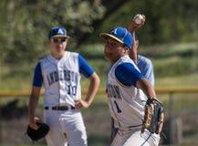 O jarro do basebol prepara-se para a ação Fotografia de Stock Royalty Free