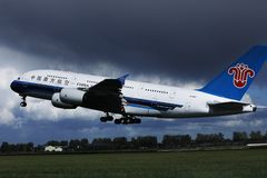 O jato de China Southern Airlines A380 decolou do aeroporto de Schiphol, AMS fotos de stock