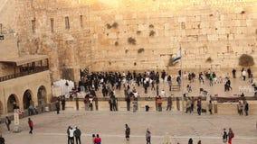 O Jerusalém, parede ocidental, Timelapse, pessoa na área, muitos povos, povos reza na parede de pedra, parede lamentando vídeos de arquivo