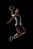 O jogador de basquetebol na ação está voando altamente fotos de stock