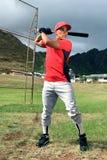 O jogador de beisebol está no bastão Imagens de Stock