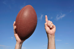 O jogador de futebol americano comemora um aterragem Fotos de Stock Royalty Free