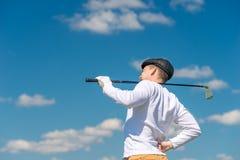 O jogador de golfe com um clube de golfe fricciona uma parte traseira do doente Fotografia de Stock