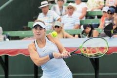O jogador de tênis Belinda Bencic que prepara-se para o australiano abre no competiam clássico da exposição de Kooyong imagem de stock