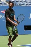 O jogador de tênis profissional Gael Monfis de França pratica para o US Open 2015 Imagem de Stock
