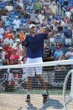 O jogador de tênis profissional John Isner do Estados Unidos comemora a vitória após o segundo fósforo do círculo no US Open 2015 Imagens de Stock Royalty Free