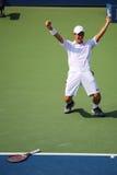 O jogador de tênis profissional Kei Nishikori comemora a vitória após o fósforo de semifinal dos homens do US Open 2014 Fotografia de Stock Royalty Free