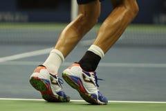 O jogador de tênis profissional Marcel Granollers da Espanha veste sapatas de tênis feitas sob encomenda de Joma durante o US Ope Fotografia de Stock Royalty Free