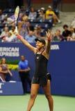 O jogador de tênis profissional Naomi Osaka comemora o fósforo semi-final do US Open da vitória depois de 2018 imagens de stock