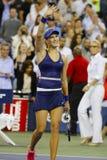 O jogador de tênis profissional Eugenie Bouchard comemora a vitória após em terceiro lugar o março do círculo no US Open 2014 Fotos de Stock Royalty Free