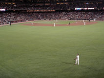 O jogador olha para a multidão durante um jogo de Giants Foto de Stock