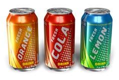 O jogo da soda de refrescamento bebe em umas latas do metal Imagens de Stock