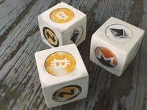 O jogo dos dados com o cryptocurrency do vintage dos símbolos Fotografia de Stock