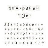 O jornal preto rotula a fonte, sinais do alfabeto latin isolados no branco Imagem de Stock