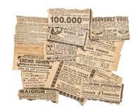 O jornal remenda tiras velhas do compartimento da propaganda antiga foto de stock