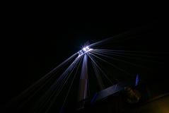 O jubileu dourado constrói uma ponte sobre vigas de aço na noite Fotografia de Stock Royalty Free