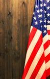 4o julho, o Dia da Independência dos E.U., lugar a anunciar, fundo de madeira, bandeira americana Fotos de Stock