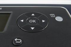 O.K. navigatieknop op een bureauapparaat stock fotografie