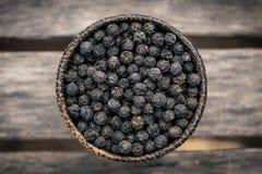 O kampot orgânico secou grãos da pimenta preta em cambodia fotografia de stock royalty free