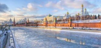 O Kremlin de Moscou no por do sol Fotos de Stock Royalty Free