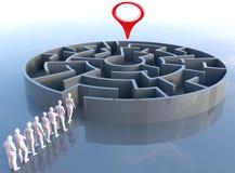 O líder da equipa encontra o labirinto da solução do problema Imagem de Stock Royalty Free