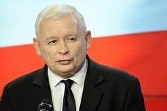 O líder da lei de ordenação do partido do Polônia e justiça, Jaroslaw Kaczynski, assistem a uma conferência da imprensa foto de stock