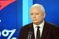 O líder da lei de ordenação do partido do Polônia e justiça, Jaroslaw Kaczynski, assistem a uma conferência da imprensa imagem de stock royalty free