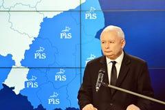 O líder da lei de ordenação do partido do Polônia e justiça, Jaroslaw Kaczynski, assistem a uma conferência da imprensa fotografia de stock