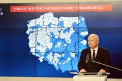 O líder da lei de ordenação do partido do Polônia e justiça, Jaroslaw Kaczynski, assistem a uma conferência da imprensa fotos de stock royalty free