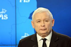 O líder da lei de ordenação do partido do Polônia e justiça, Jaroslaw Kaczynski, assistem a uma conferência da imprensa foto de stock royalty free