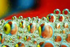 O líquido abstrato colorido borbulha fundo Foto de Stock