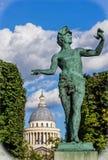O L estátua de Acteur Grec do ` por Baron Bourgeois dentro dos jardins de Luxemburgo Foto de Stock