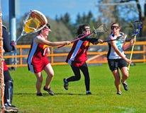 O Lacrosse do time do colégio das meninas disparou no objetivo Imagem de Stock