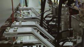 O lado traseiro da planta industrial fios Cabos de conexão filme