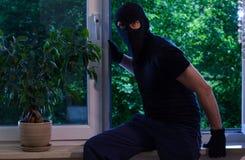 O ladrão quebrou no apartamento fotografia de stock