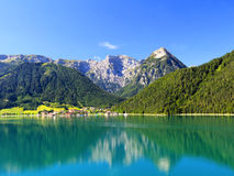 O lago Achensee em Áustria fotografia de stock